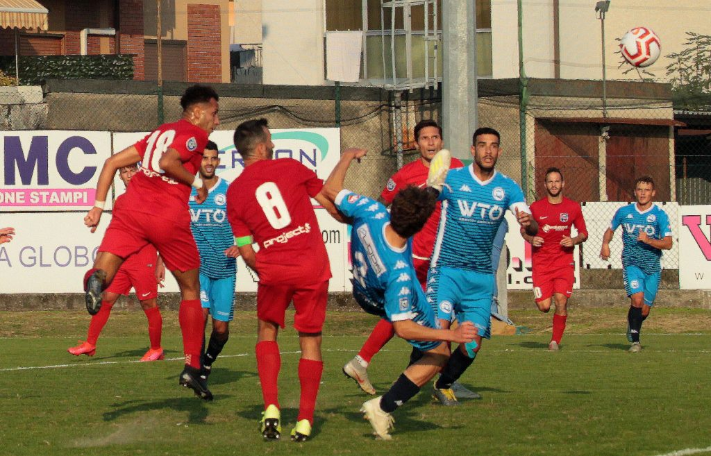 Segui il live di Virtus Ciserano Bergamo-Desenzano Calvina (risultato finale 0-1): Haoufadi si divora il pari di testa