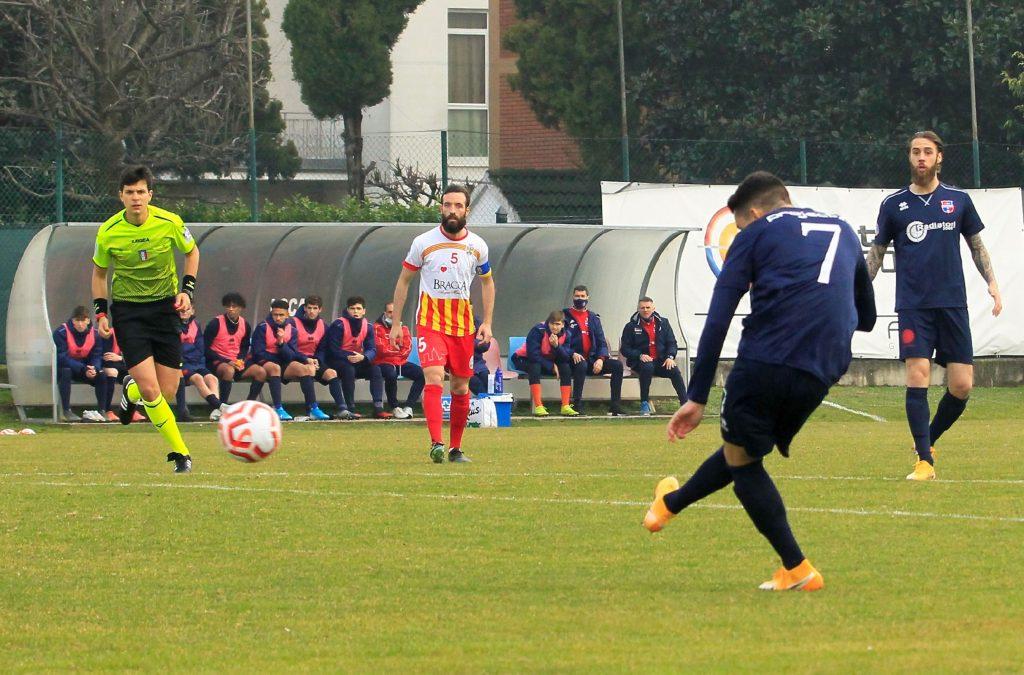 Non basta un gol in apertura di Careccia: rossoblù raggiunti dal Villa Valle (1-1) nel finale nel derby
