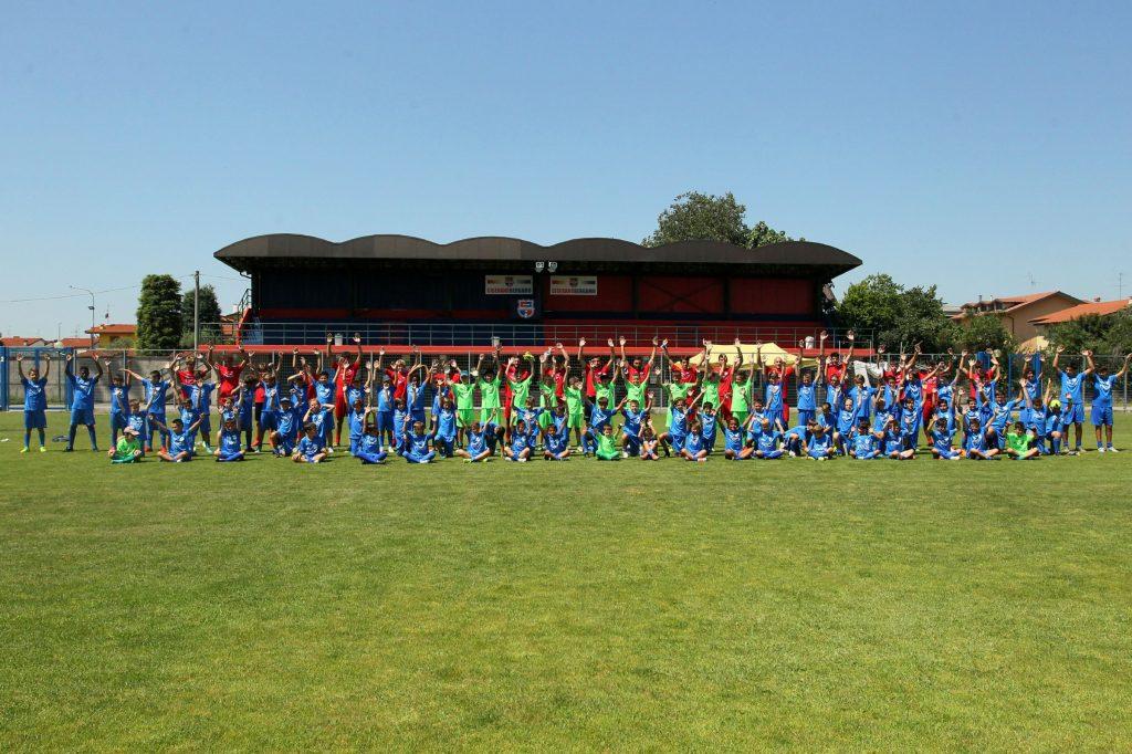Torna il VCBG Summer Camp: scarica l'adesione per partecipare all'edizione estiva. Tre settimane di calcio e divertimento con gli allenatori rossoblù!