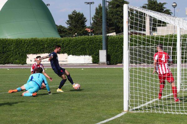 Galleria VIDEO E PHOTOGALLERY: A Caravaggio cade la Virtus Ciserano Bergamo (3-1): il gol della bandiera di Esposito